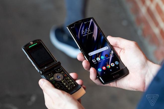 Motorola Razr chính thức được hồi sinh với hình hài của một chiếc smartphone Android màn hình gập, giá 1.500 USD - Ảnh 3.