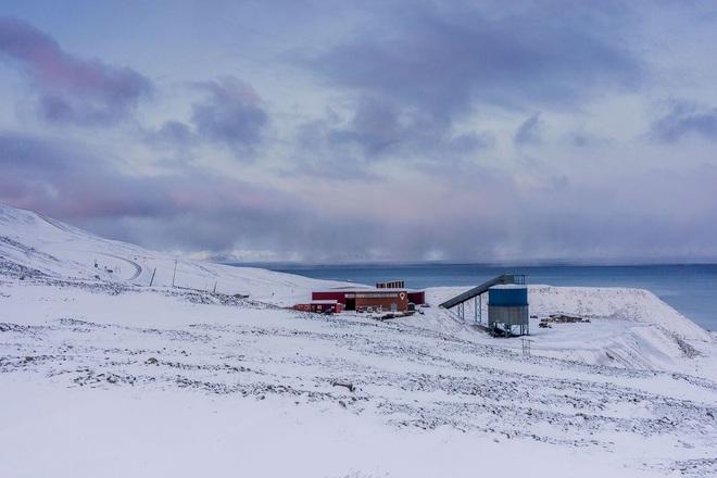 Lo sợ thế giới sẽ có ngày tận thế, GitHub chôn toàn bộ kho chứa của mình xuống dưới Bắc Cực - Ảnh 2.