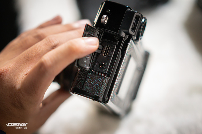 Trên tay máy ảnh màn hình giấu Fujifilm X-Pro3: Thiết kế đặc biệt, chất liệu cao cấp, giá khá cao - Ảnh 5.