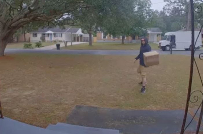 Nhân viên ship hàng FedEx ném ống kính máy ảnh 1500 USD thay vì đi thêm 3m tới cửa nhà khách hàng - Ảnh 1.