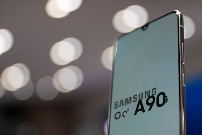Samsung sẽ nhờ một công ty Trung Quốc thiết kế và sản xuất 1/5 sản lượng smartphone, để có thể cạnh tranh với Xiaomi và Huawei - Ảnh 1.