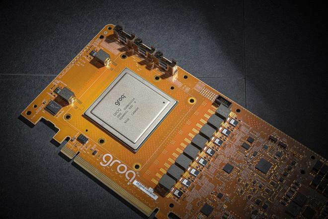 Startup có tiếng Groq công bố thành tựu mới: cấu trúc chip có thể chạy 1 triệu tỷ tác vụ/giây - Ảnh 1.