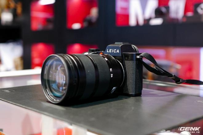 Trên tay máy ảnh không gương lật dành cho 1% dân số Leica SL2: Thiết kế sang, cảm biến 47MP, giá gần 160 triệu đồng - Ảnh 1.