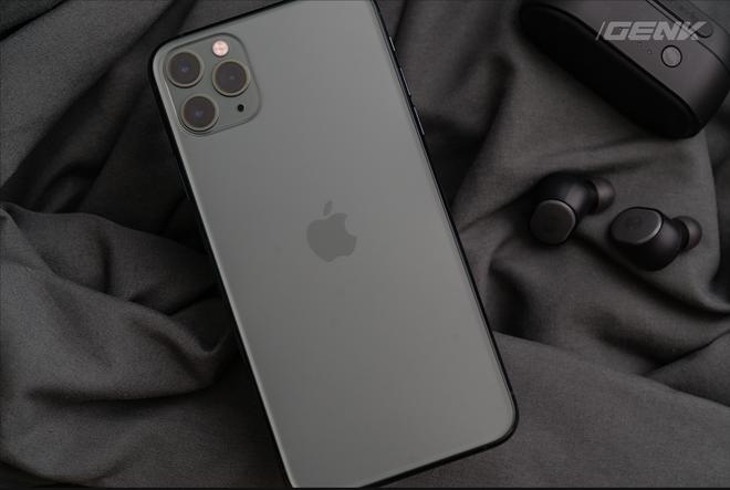 iPhone 11 Pro Max cháy hàng tại Việt Nam dù giá cao - Ảnh 1.