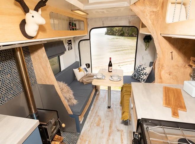 Nhìn không gian sống này bạn có tin là đang ở trong một chiếc xe cứu thương? - Ảnh 3.