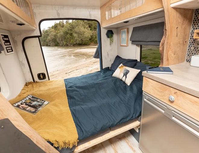 Nhìn không gian sống này bạn có tin là đang ở trong một chiếc xe cứu thương? - Ảnh 6.