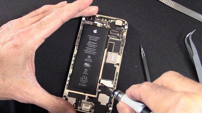 Apple không cho người dùng tự sửa chữa iPhone, vì sợ họ có thể tự làm hại bản thân - Ảnh 1.