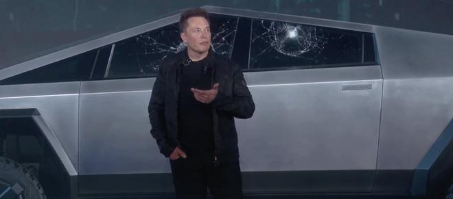 Thử độ cứng cửa kính Armor Glass của xe Cybertruck, Tesla gặp sự cố xấu hổ ngay trên sân khấu - Ảnh 1.
