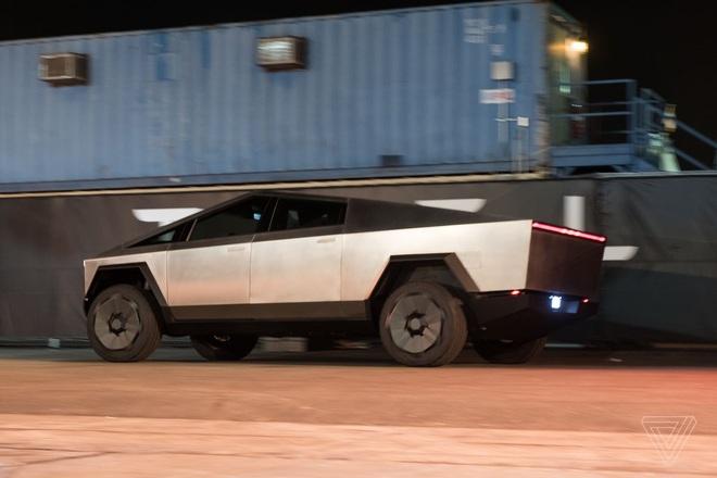 Soi kỹ thiết kế và đi thử xe bán tải chạy điện Tesla Cybertruck - Ảnh 4.