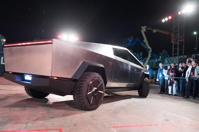 Soi kỹ thiết kế và đi thử xe bán tải chạy điện Tesla Cybertruck - Ảnh 5.