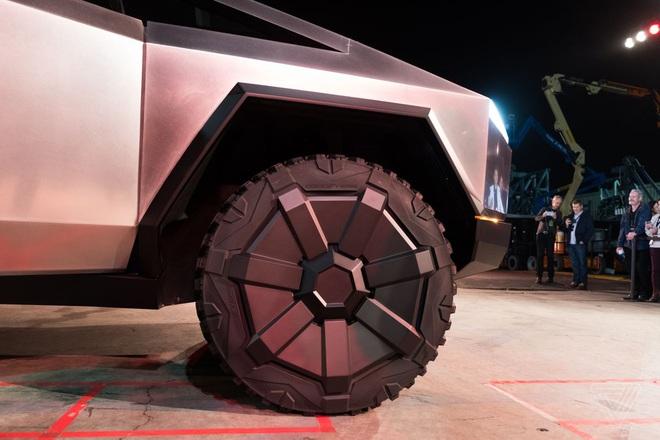 Soi kỹ thiết kế và đi thử xe bán tải chạy điện Tesla Cybertruck - Ảnh 6.
