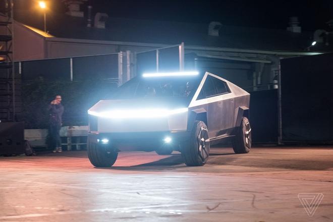 Soi kỹ thiết kế và đi thử xe bán tải chạy điện Tesla Cybertruck - Ảnh 9.