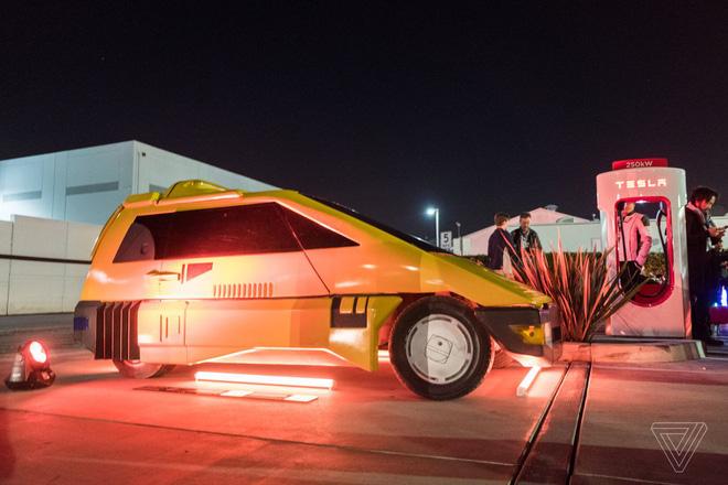 Soi kỹ thiết kế và đi thử xe bán tải chạy điện Tesla Cybertruck - Ảnh 21.