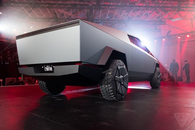 Soi kỹ thiết kế và đi thử xe bán tải chạy điện Tesla Cybertruck - Ảnh 11.