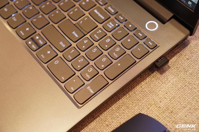 Cận cảnh laptop ThinkBook 14 và 15 mới từ Lenovo: vỏ nhôm bạc đẹp mắt, thừa hưởng nhiều đường nét từ ThinkPad nhưng giá chỉ từ 11,99 triệu đồng - Ảnh 2.