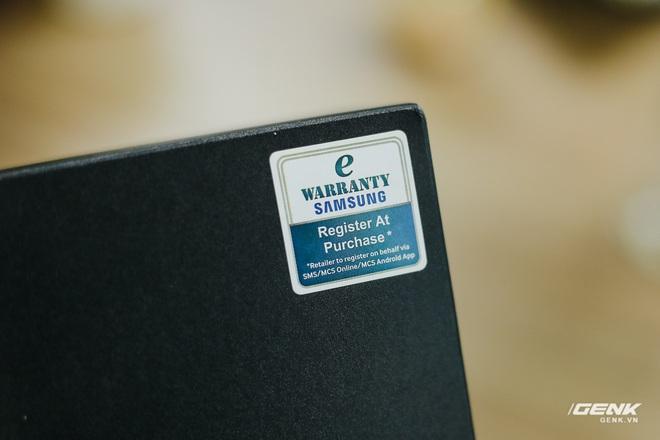 Mở hộp Galaxy Fold chính hãng: Giá 50 triệu đồng nhưng vẫn cháy hàng chỉ sau 6 giờ mở bán - Ảnh 2.