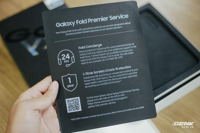 Mở hộp Galaxy Fold chính hãng: Giá 50 triệu đồng nhưng vẫn cháy hàng chỉ sau 6 giờ mở bán - Ảnh 6.