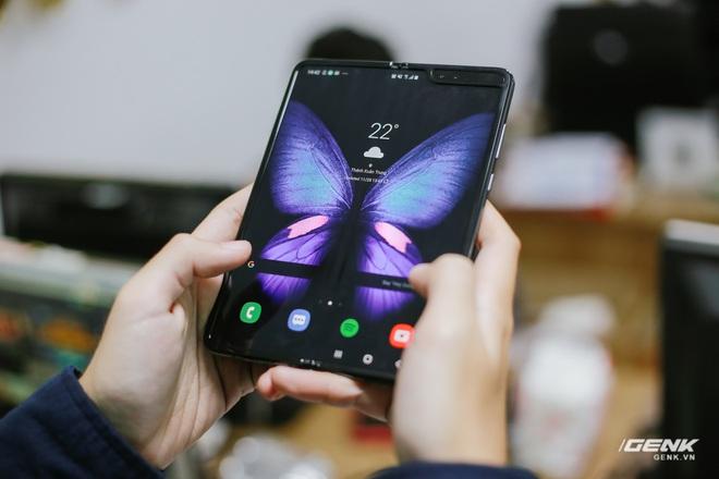 Mở hộp Galaxy Fold chính hãng: Giá 50 triệu đồng nhưng vẫn cháy hàng chỉ sau 6 giờ mở bán - Ảnh 7.