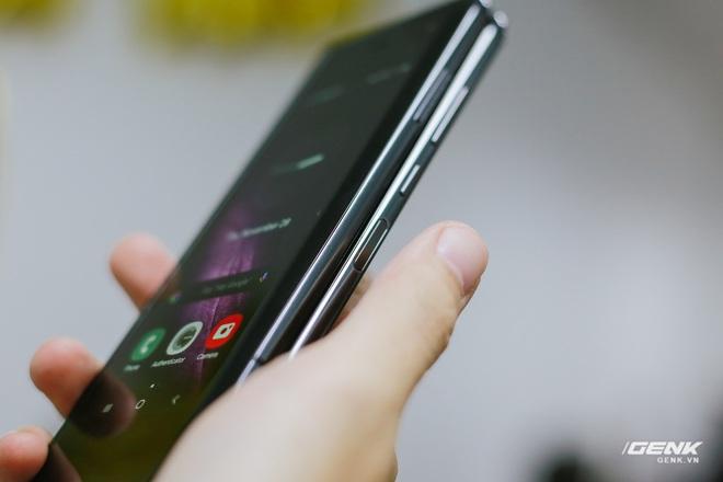 Mở hộp Galaxy Fold chính hãng: Giá 50 triệu đồng nhưng vẫn cháy hàng chỉ sau 6 giờ mở bán - Ảnh 19.