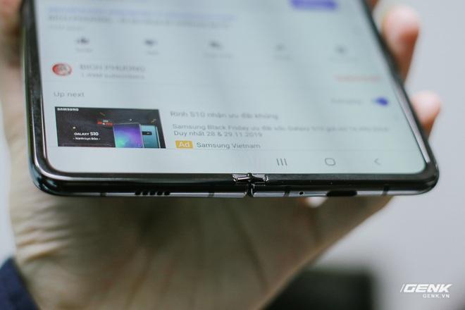 Mở hộp Galaxy Fold chính hãng: Giá 50 triệu đồng nhưng vẫn cháy hàng chỉ sau 6 giờ mở bán - Ảnh 10.
