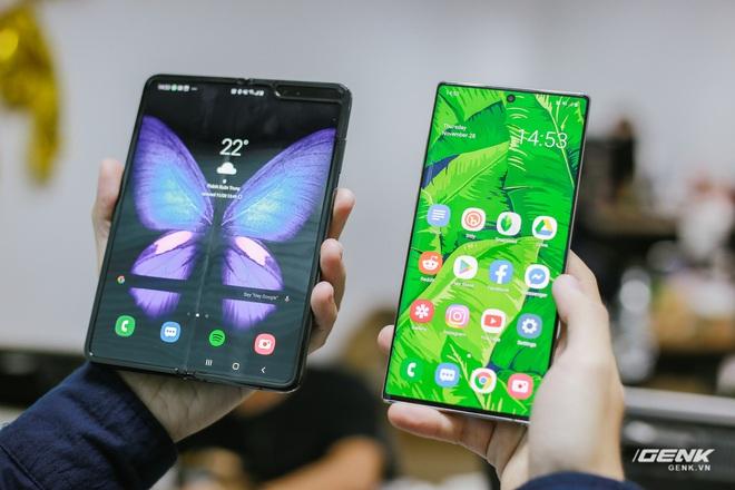 Mở hộp Galaxy Fold chính hãng: Giá 50 triệu đồng nhưng vẫn cháy hàng chỉ sau 6 giờ mở bán - Ảnh 12.