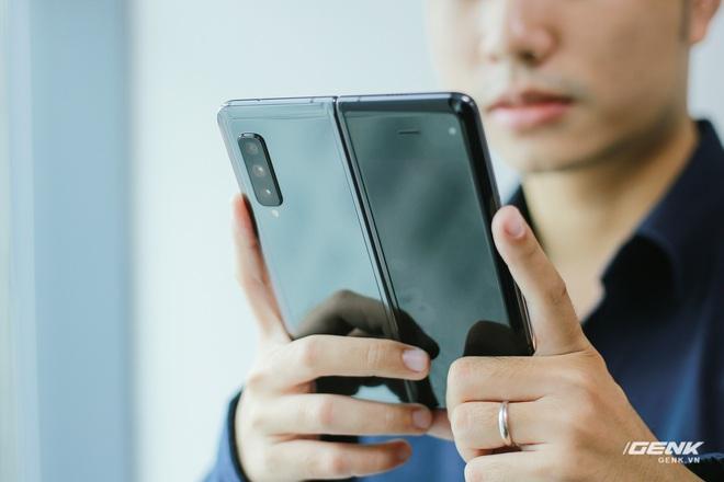 Mở hộp Galaxy Fold chính hãng: Giá 50 triệu đồng nhưng vẫn cháy hàng chỉ sau 6 giờ mở bán - Ảnh 24.