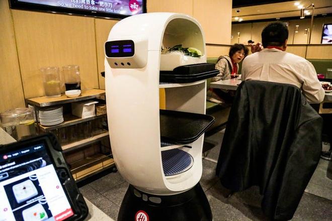 Chuỗi nhà hàng lẩu Trung Quốc tận tình phục vụ thực khách cô đơn bằng robot, làm móng miễn phí, mì nhảy và thú bông - Ảnh 12.