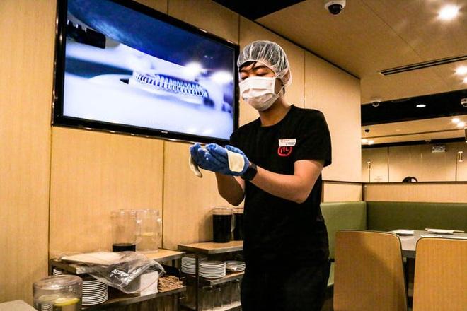 Chuỗi nhà hàng lẩu Trung Quốc tận tình phục vụ thực khách cô đơn bằng robot, làm móng miễn phí, mì nhảy và thú bông - Ảnh 57.