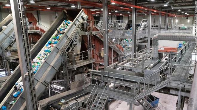 Để xử lý lượng rác thải 2 tỷ tấn/năm - nặng tương đương Kim tự tháp Giza, nhân loại trông chờ vào công nghệ - Ảnh 4.