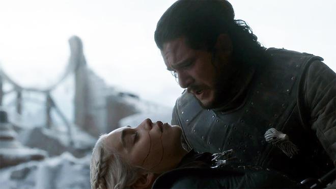 8 bí mật giờ mới kể của Game of Thrones mùa cuối: Drogon đã mang xác Mẹ rồng đi đâu, ai là chủ nhân của cốc cà phê xuyên không? - Ảnh 1.