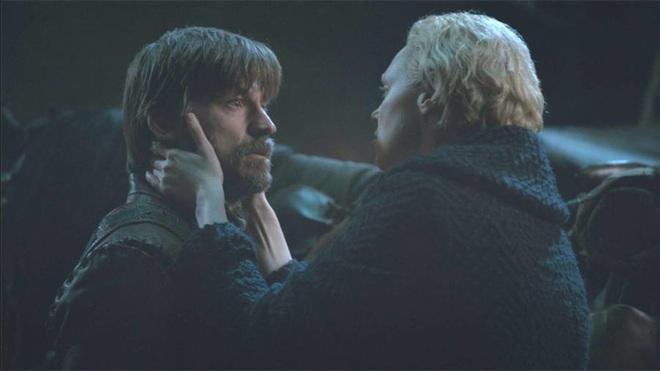 8 bí mật giờ mới kể của Game of Thrones mùa cuối: Drogon đã mang xác Mẹ rồng đi đâu, ai là chủ nhân của cốc cà phê xuyên không? - Ảnh 4.