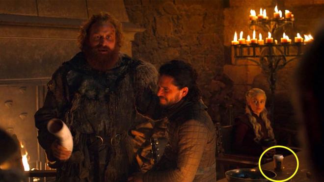 8 bí mật giờ mới kể của Game of Thrones mùa cuối: Drogon đã mang xác Mẹ rồng đi đâu, ai là chủ nhân của cốc cà phê xuyên không? - Ảnh 8.
