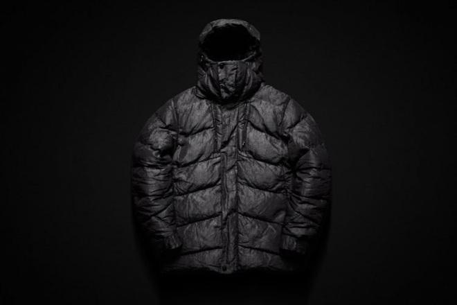 Áo khoác phao bền nhất thế giới: Sợi vải chắc gấp 15 lần thép, độ bền 100 năm, chịu được nhiệt độ -50 độ C nhưng giá không rẻ chút nào - Ảnh 1.