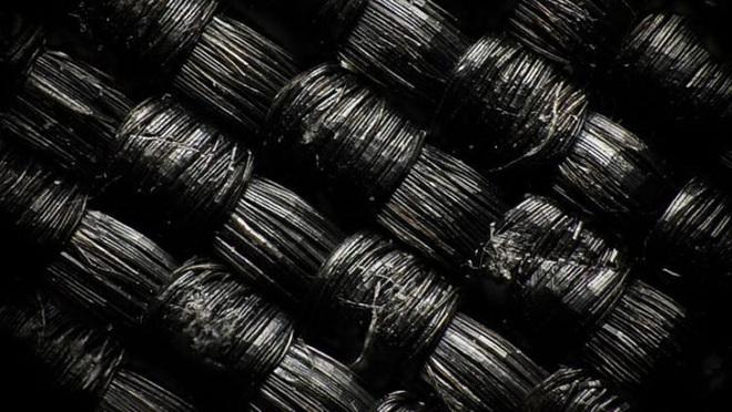 Áo khoác phao bền nhất thế giới: Sợi vải chắc gấp 15 lần thép, độ bền 100 năm, chịu được nhiệt độ -50 độ C nhưng giá không rẻ chút nào - Ảnh 3.