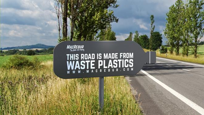 [Vietsub] Một công ty Scotland đang cứu thế giới bằng cách tái chế rác thải nhựa thành những con đường - Ảnh 1.