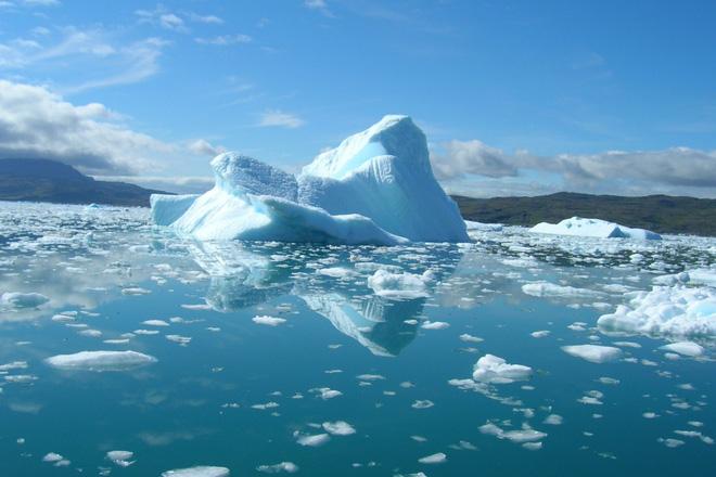 Một kỹ sư muốn phủ hàng triệu hạt thủy tinh nhỏ lên Bắc Cực, phản chiếu ánh sáng Mặt Trời để ngăn băng tan chảy - Ảnh 1.