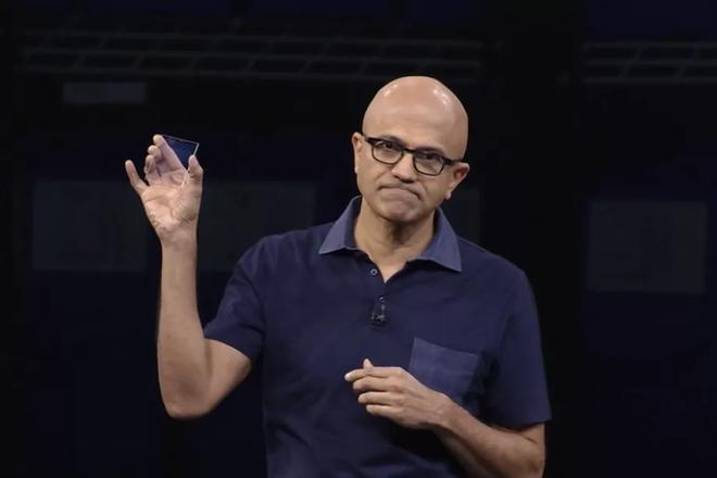 Microsoft lưu trữ thành công bộ phim Superman vào một miếng kính, mở ra cánh cửa tương lai cho ngành bảo quản dữ liệu - Ảnh 1.