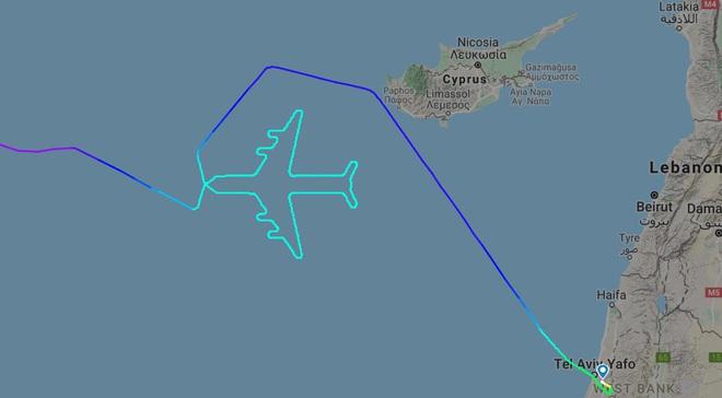 Hãng hàng không Israel chia tay phi đội chim sắt bằng cách chẳng giống ai: điều hướng cho chiếc 747 vẽ hình máy bay trên trời - Ảnh 1.