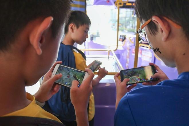 Trung Quốc ban hành luật mới, trẻ em chỉ được chơi game 90 phút một ngày - Ảnh 1.