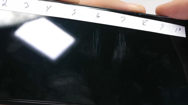 Pixel 4 XL kém bền, dễ dàng bị bẻ cong làm đôi - Ảnh 2.