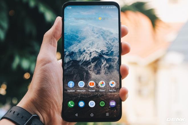 Lần đầu tiên có smartphone Việt được người Việt tìm mua nhiều đến độ cháy hàng - Ảnh 1.