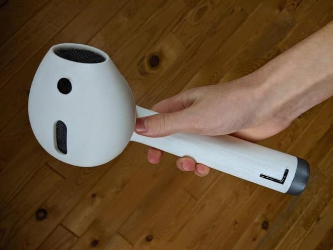 Đây là chiếc tai nghe AirPod độc nhất quả đất, bạn muốn làm mất cũng khó vì nó to như máy sấy tóc - Ảnh 1.