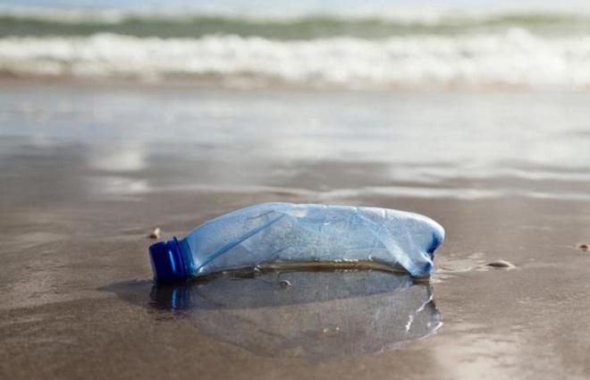 """Chiếc """"bẫy"""" bằng bong bóng khí siêu thông minh này hứa hẹn sẽ giải quyết vấn nạn rác thải nhựa ngoài đại dương - Ảnh 1."""