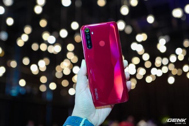 Trên tay bản nâng cấp nhẹ của Realme 5: Camera chính nâng lên 48 MP, thêm màu sắc mới, giá không đổi - Ảnh 3.