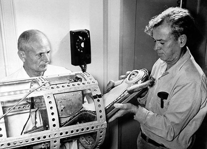 Kỳ thú chuyện con khỉ bay lên vũ trụ, ngày trở về, nó còn làm loạn cả một khu trục hạm của Mỹ - Ảnh 3.