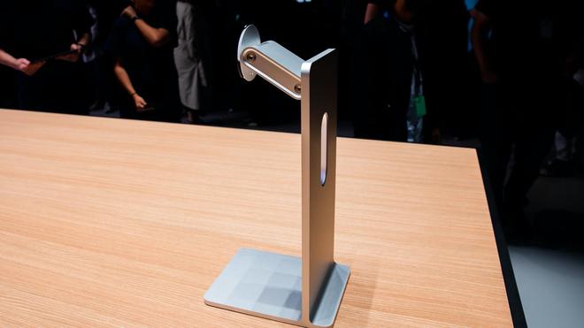 Đẳng cấp của Apple: Bánh xe đẩy Mac Pro giá hơn 9 triệu, khăn lau màn hình cũng phải qua 7749 bước để vệ sinh cho sạch - Ảnh 2.