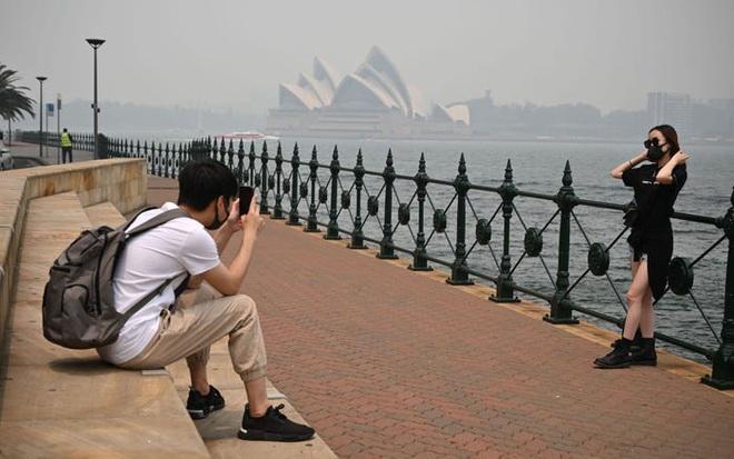 Sydney cũng đang mù mịt bụi mịn PM2.5, không chỉ biến đổi khí hậu khiến chất lượng không khí ngày một tệ hại - Ảnh 2.