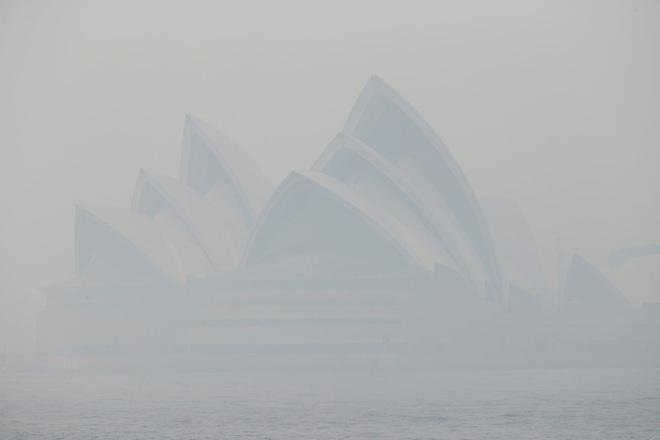 Sydney cũng đang mù mịt bụi mịn PM2.5, không chỉ biến đổi khí hậu khiến chất lượng không khí ngày một tệ hại - Ảnh 1.