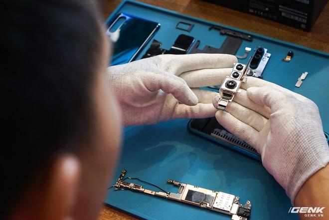 Mổ bụng Xiaomi Mi Note 10: Viên pin chiếm hơn phân nửa diện tích nội thất, cụm camera 108 MP khá to, cảm biến vân tay dưới màn hình rất mỏng - Ảnh 6.