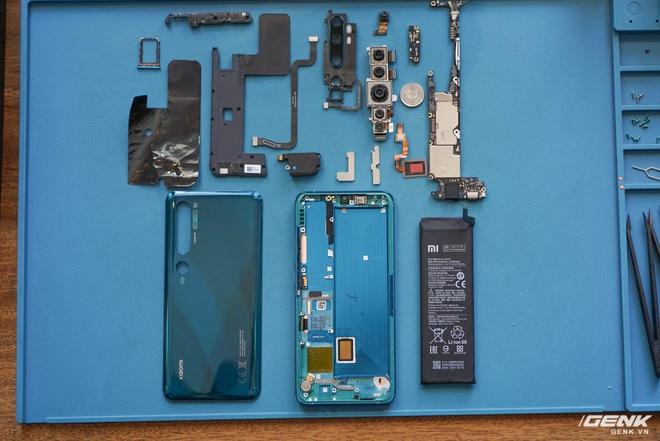 Mổ bụng Xiaomi Mi Note 10: Viên pin chiếm hơn phân nửa diện tích nội thất, cụm camera 108 MP khá to, cảm biến vân tay dưới màn hình rất mỏng - Ảnh 15.